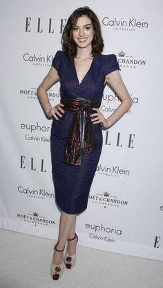 Anne Hathaway, scarf