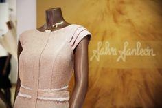 Vestido diseñado por Salva Sanleón, foto detalle. #vestido #fiesta #invitada #lookdia #invitadadiferente #bodadia #invitadaperfecta #madrina #lookmadrina #lookboda #modavalencia