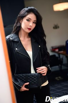 Kim HyunA with a beautiful biker jacket. Moda Kpop, Kpop Fashion, Korean Fashion, Hyuna Fashion, Female Fashion, Kpop Girl Groups, Kpop Girls, Girl Day, My Girl