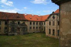 Kláštor Chotěšov Mansions, Bikers, House Styles, Home Decor, Decoration Home, Manor Houses, Room Decor, Villas, Mansion