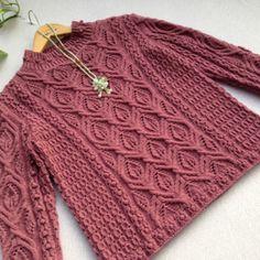 Очень красивый пуловер.
