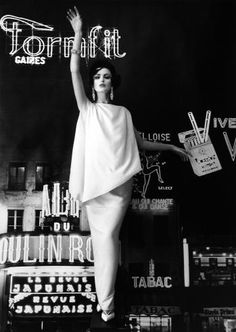 WILLIAM KLEIN - Dorothy and Formfit (Vogue), Paris, 1960.  Black and white pictures lend a timeless & classic auora.