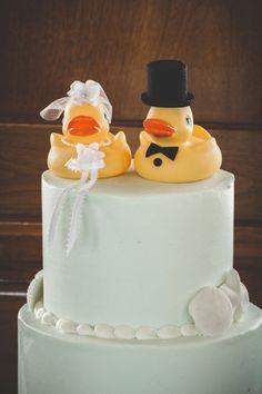 Mint wedding cake, seashells and rubber duckies! Image: Brit Jaye Photography