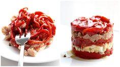 Una ensalada que en casa se hace a menudo, aprovechando los pimientos de piquillo recién asados.  Con productos de primera calidad, está del...