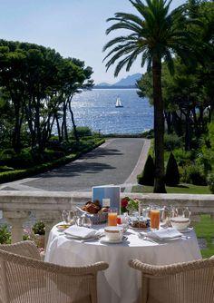 Hotel du Cap-Eden-Roc: 100 years of glory in the French Riviera - azureazure.com