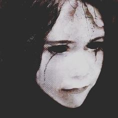 If you saw this girl crying in a dark alley would you help her or run away? #hauntedelementary #hauntedhouse #crying #darkalley