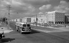 Kerepesi út, Örs Vezér tere - 1960 Old Pictures, Old Photos, Vintage Photos, Budapest Hungary, Historical Photos, Buses, Louvre, Street View, Culture