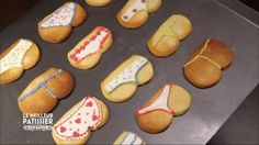Cette semaine, les pâtissiers vous ont réservé une petite surprise : une recette culottée de biscuits. Ils commencent par préparer des sablés en forme de fesses avant de les napper de crème colorée pour former les culottes ! Retrouvez Le meilleur pâtissier sur M6.