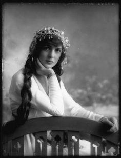 Actress Julia James, by Alexander Bassano, c.1913
