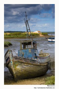 altes Fischerboot - - You are in the right place about Boats watercolor Here we offer you the most beautiful pictures about the Boat Old Boats, Small Boats, Boat Drawing, Abandoned Ships, Boat Art, Boat Painting, Fishing Boats, Sea Fishing, Fishing Games