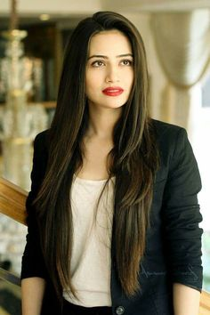 Sana knows how to slay and she never leaves a question for critics. So, take a look at Sana Javed Biography and many other exciting stuff. Pakistani Models, Pakistani Girl, Pakistani Actress, Pakistani Dresses, Bollywood Actress, Beautiful Celebrities, Beautiful Actresses, Girl Pictures, Girl Photos