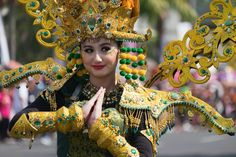 Jember Fashion Carnaval 2018. Crown, Cosplay, Fashion, Carnival, The World, Suits, Creativity, Moda, Awesome Cosplay
