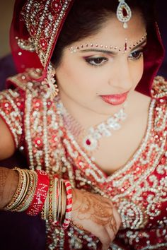 Red and Cream Indian Wedding by Crimson Blu Photography – 2»IndianWeddingSite.com Blog – Real Indian Weddings, Trends, Planning Tips, Vendors, Ideas and more!