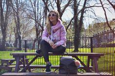 Look sudadera de Siroko y leggings de cuero de Calzedonia Street Style, Athletic, Jackets, Fashion, Leather Leggings, Slippers, Sweatshirt, Trends, Down Jackets