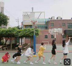Tên truyện : [ 12 chòm sao ] Facebook lên ngôi Trạng Thái : Đã hoà… #hàihước # Hài Hước # amreading # books # wattpad Squad Pictures, Bff Pictures, Best Friend Pictures, Mode Ulzzang, Ulzzang Girl, Friendship Photoshoot, Korean Best Friends, Girl Friendship, Role Player