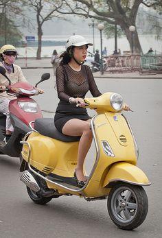 Việt girl in the str.