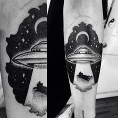 miedoalvacio:  UFO Abduction Dotwork Tattoo Macarena Sepúlveda 2014