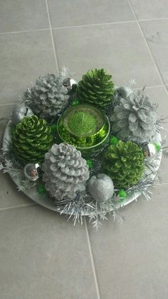 Christmas Pine Cones, Diy Christmas Lights, Christmas Wreaths, Christmas Ornaments, Christmas Craft Fair, Christmas Projects, Holiday Crafts, Christmas Centerpieces, Outdoor Christmas Decorations