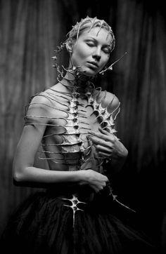 Post-Apocalyptic Fashion: Photo Very beautiful and sexy woman pinteres Dark Fashion, Fashion Art, Fashion Design, Fashion Logos, Woman Fashion, Emo Fashion, Gothic Fashion, Fashion Trends, Bikinis Für Teenager