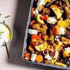 Mpriam heter grytan på grekiska. Genom att laga den i ugnen i stället för på spisen tillagas grönsakerna varsamt och behåller formen bättre. Servera med bröd, fetaost och gärna tsatsiki.