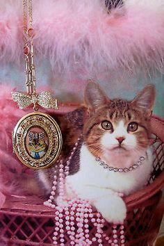 BETSEY JOHNSON KITTY CAT CAMEO LOCKET PENDANT NECKLACE + C MARIE TOTE | eBay