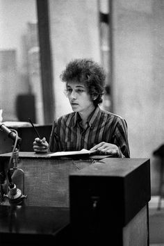 Bob Dylan in the studio Like A Rolling Stone, Rolling Stones, Bd Cool, Bob Dylan Quotes, Minnesota, El Rock And Roll, Blowin' In The Wind, Watery Eyes, Blues