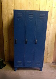 Leuke, stoere blauwe #lockerkast #locker #kast voor bijvoorbeeld op een jongenskamer! Vintage Lockers, Kidsroom, Home And Living, Locker Storage, Home And Garden, Home Decor, Bedroom Kids, Decoration Home, Room Decor