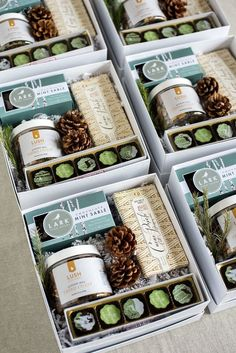 What To Include in Wedding Welcome Bags. How to create the ideal mix of goodies for all your wedding guests. Image by Lissa Ryan Photography Eid Hampers, Wedding Welcome Gifts, Gift Wedding, Gift Box Design, Curated Gift Boxes, Professional Gifts, Company Gifts, Client Gifts, Corporate Gifts