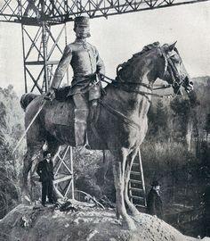 1909. Mariano Benlliure inspeccionando los trabajos del monumento a Alfonso XII en el Retiro.   Flickr: Intercambio de fotos