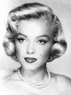 Shared by Vintage Chic . Find images and videos about glam, Marilyn Monroe and old hollywood on We Heart It - the app to get lost in what you love. Marilyn Monroe Kunst, Estilo Marilyn Monroe, Joe Dimaggio, Divas, Hollywood Glamour, Old Hollywood, Classic Hollywood, Most Beautiful Women, Beautiful People
