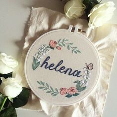 Lírios do Vale e borboletas para Helena - Clube do Bordado