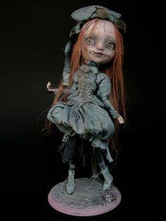 """CUSTOM OOAK Blythe type """"Emilia laboratory princess"""". Pièce unique réalisée par Julien Martinez. INDISPONIBLE/ UNAVAILABLE"""