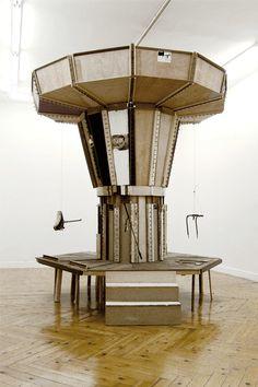 """Jacobo Castellano """"Casa"""", 2004 Madera, hierro y fotografías. 274 x 281 x 341 cm"""