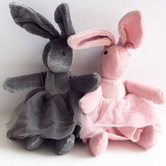 Conejo con falda de tul en rosa o gris. Tienda online. Entrega en 24 horas.Peluches bebes.