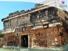 Conjunto del edificio de la monjas en Chichén Itzá, Yucatán