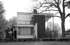 bauhaus-movement: Walter Gropius, founder of the Bauhaus and head of Harvard's Graduate School of Design, built this house for himself and his family in 1938 Lincoln, Massachusetts.