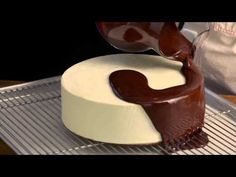 Cool chocolate cake decorating tutorial compilation 2017 🍰🍰🍰🍰🍰 Here you can see many cake decorating art ideas in this way you will get many ideas for cake d. Chocolate Glaze Cake, Chocolate Mirror Glaze, Chocolate Shop, Healthy Chocolate, Torta Candy, Cookies Cupcakes And Cardio, Mirror Glaze Cake, Cake Icing, Fondant Cakes