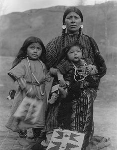 Proud Mama Poetsenmy with her two children, Nez Perce Nimi'ipuu, Colville, Washington, no year