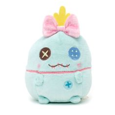 Lilo's favourite doll looks wonderfully cuddly as our Scrump Ufufy Soft Toy! Finished in pretty pastel colours, it features embroidered details, a shimmery pink bow and a subtle pineapple scent. Disney Stuffed Animals, Cute Stuffed Animals, Disney Nerd, Cute Disney, Tsumtsum, Pikachu, Disney Plush, Disney Merchandise, Lilo And Stitch