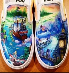 Don't you love these hand painted Disney Shoes? Don't you love these hand painted Disney Shoes? Disney Painted Shoes, Painted Canvas Shoes, Custom Painted Shoes, Painted Vans, Painted Clothes, Hand Painted Shoes, Disney Vans, Disney Shoes, Disney Outfits