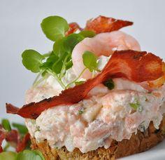 Laksesalat_taet Chutney, Scandinavian Food, Danish Food, Eat Smart, Mini Foods, Appetisers, Fish And Seafood, Light Recipes, I Love Food