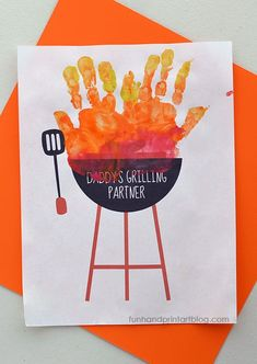 Pair this Printable Handprint Grill Craft with BBQ Items for a Fun Father's Day Gift from Kids Have a BBQ loving dad? Kids will love making this Handprint Grill and Gift Idea for Father's Day! Perfect for Dads who would enjoy a Barbecue Gift Theme. Fathers Day Decorations, Kids Fathers Day Crafts, Fathers Day Art, Fathers Day Ideas, Toddler Fathers Day Gifts, Fathers Gifts, Fathers Day Presents, Grandparent Gifts, Diy Father's Day Crafts