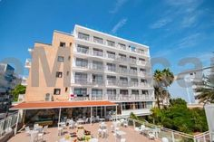 Hotel Amic Miraflores Can Pastilla Hotel Amic Miraflores is set 50 metres from Playa de Palma Beach and 2 km from Palma Airport. The hotel has an outdoor swimming pool, a sun terrace and garden. All of the bright rooms at the Amic Miraflores have a private terrace and a bathroom.