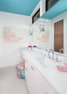 Cool Teen Bathrooms | HGTV