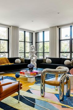 This Family Home in Tribeca Is Not Afraid to Be Playful Living Room Interior, Home Interior Design, Interior Architecture, Living Room Decor, Living Spaces, Interior Decorating, Interior Home Decoration, Estilo Hollywood Regency, Design Retro