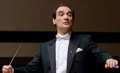 Emil Tabakov (1947), es un director, compositor y contrabajista de origen búlgaro.  Ha sido director de numerosas orquestas como la Orquesta Nacional de Francia, la Orquesta Sinfónica de la radio de Moscú, la Orquesta Filarmónica de la Ciudad de Tokio, la Filarmónica de Seoul, la Orquesta Sinfónica del Estado de México, etc. Lleva compuestas siete sinfonías, conciertos para diferentes instrumentos con orquesta y un Réquiem. Su Concierto para dos flautas y orquesta (2000) fue compuesto para…