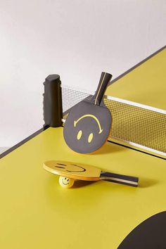 Chinatown Market X Smiley UO Exclusive Ping Pong Paddle Set – Game Room İdeas 2020 Table Tennis Bats, Tennis Crafts, Tennis Pictures, Ping Pong Paddles, Desk Accessories, Tennis Accessories, Everyday Objects, Ping Pong Table, Wooden Handles
