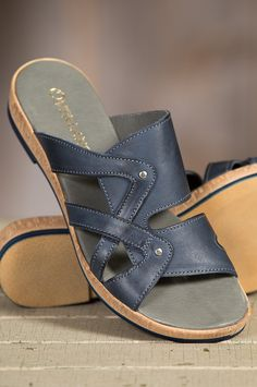 Beautifully crafted, our versatile leather slide sandals put plenty of pride into casual styling that's built to feel good and last.