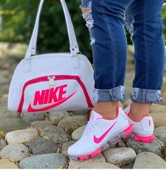 I love these nike air athletic sneakers ! Nike Fashion, Sneakers Fashion, Fashion Shoes, Cheap Fashion, Fashion Men, Cute Sneakers, Shoes Sneakers, Souliers Nike, Nike Air Shoes