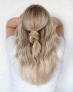 """SchwarzkopfPro Spain on Instagram: """"Conseguir un rubio natural y brillante sin que se te haga un NUDO en la garganta ✨ 👉 @hairbylindal matizado con #IGORAVIBRANCE 9-0 + 9.5-21…"""" Blonde Hair For Cool Skin Tones, Cool Blonde Hair Colour, Blonde Roots, Blonde Hair Shades, Light Blonde Hair, Blonde Hair Looks, Balayage Hair Blonde, Neutral Blonde Hair, Blonde Hair Natural Roots"""